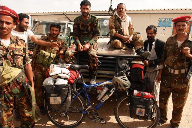 Yemen - Ajuda do exército local_11